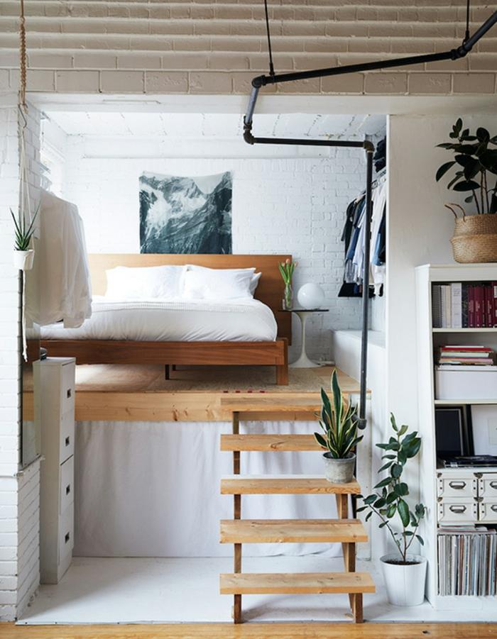 mezzanine chambre, mur en briques blanches, mezzanine loft, étagère blanche