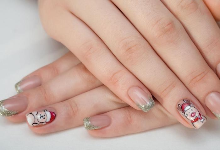 nail art facile pour noel, bout d ongles en paillettes et stickers motifs ourson et rudolphe le renne, manucure simple