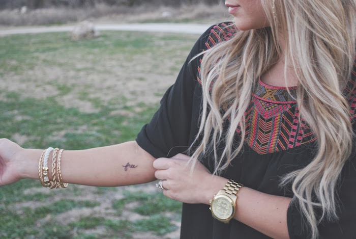 symbole de liberté tatouage petit tattoo free avant bras femme