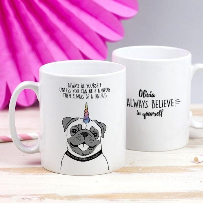 exemple de mug personnalisé blanc avec texte et dessin chien au licorne, idee cado noel ado original
