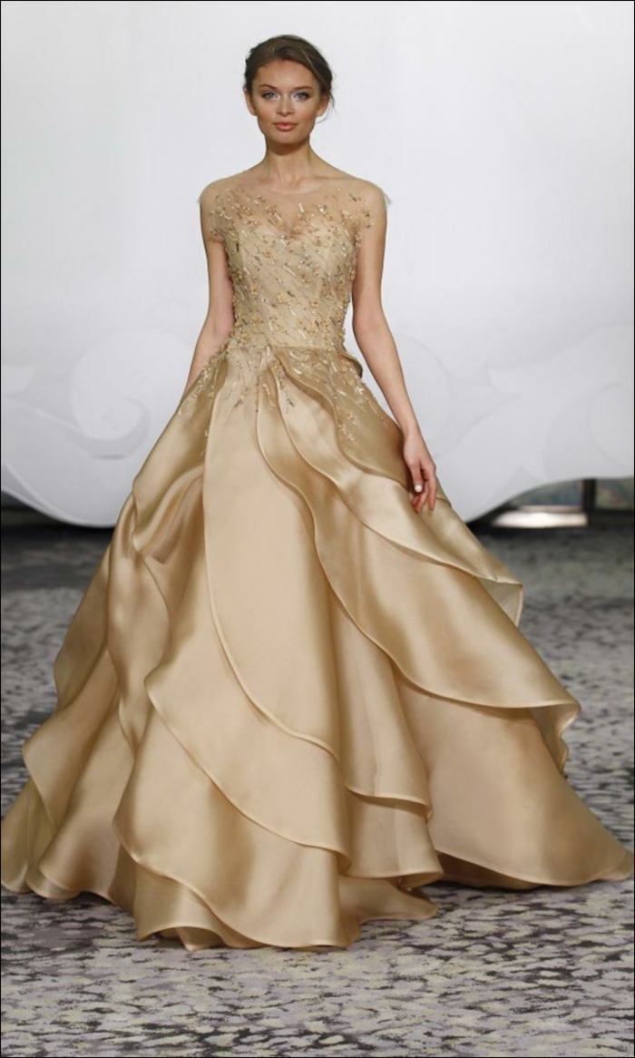 Superbe robe blanc et doré robe dorée courte image de robe doree mariage magnifique robe fleur jupe doree