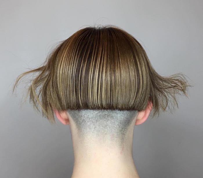 coupe de cheveux carré plongeant court nuque degagee