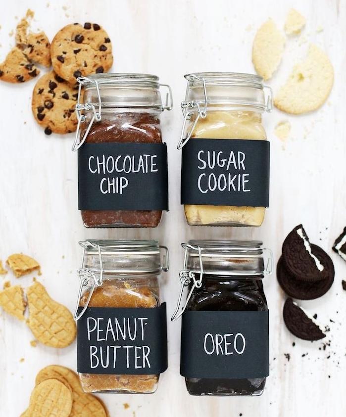 de la pâte sablée pour faire des biscuits, mélange oreo, pépites de chocolat, beurre et sucre, idee cadeau noel femme gourmand