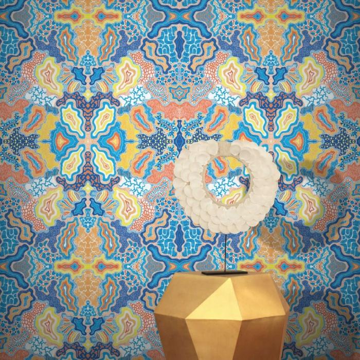 papier peint trompe l'oeil aux motifs hallucinants, papier peint geometrique en bleu turquoise,orange, jaune et bleu indigo