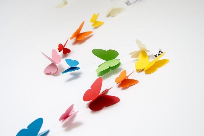 guirlande magic, décoration de chambre multicolore en papier à design papillon, activité manuelle facile pour enfants