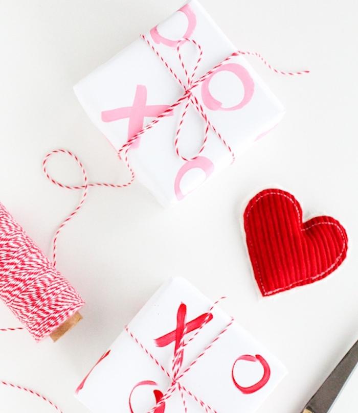 comment faire un paquet cadeau original interesting diy cr ation boites cadeaux en papier saint. Black Bedroom Furniture Sets. Home Design Ideas