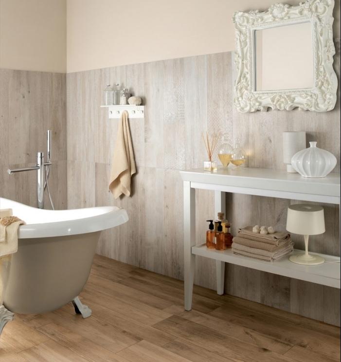 revetement sol salle de bain, modèle de miroir vintage à cadre blanc et motifs volutes, lampe de chevet blanche