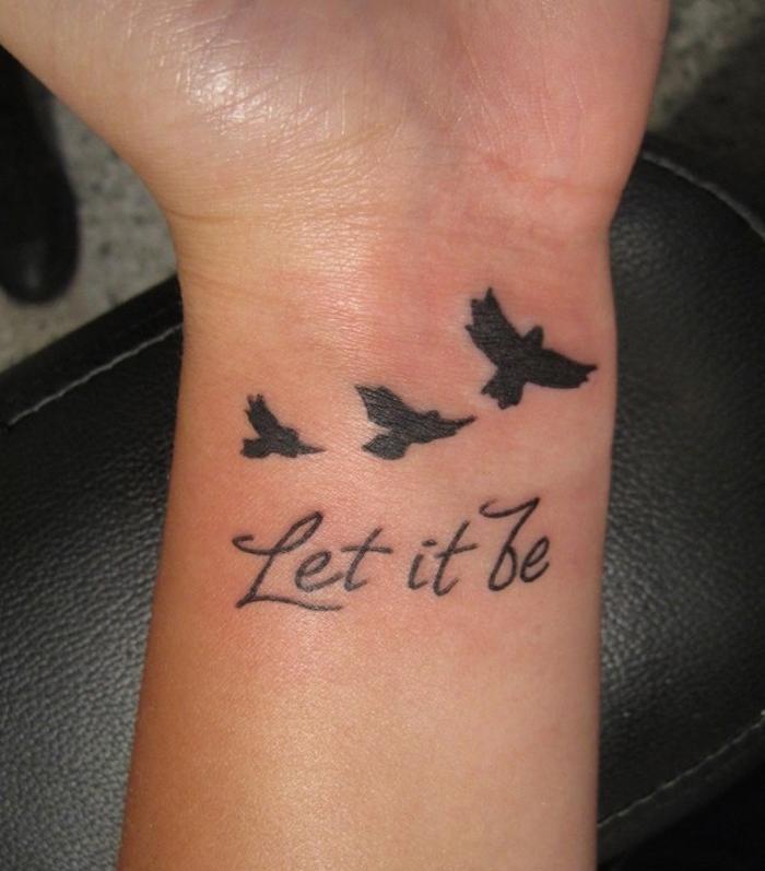 idée tatouage oiseau poignet oiseaux let it be