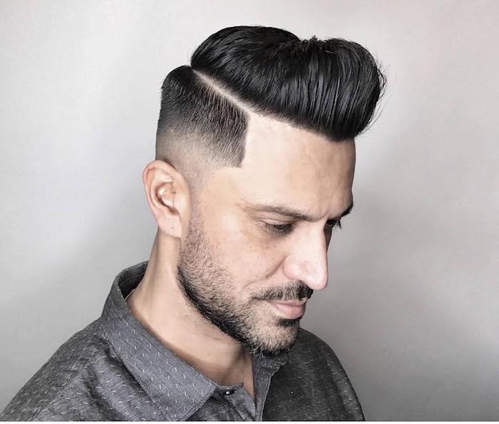coiffure américaine homme pompadour court sur les cotés long dessus