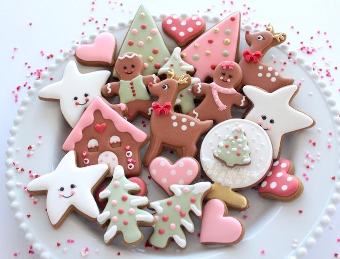 biscuits de noel décorés de glacage blanc, recette glace royale, sablés en forme de coeur, sapin, étoile, bonhomme de pain d épice, biche