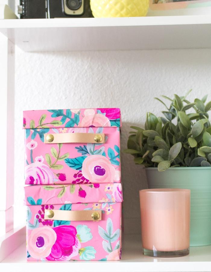 idee comment recycler des boites de chaussures, décoration avec du papier coloré à imprimé floral pour créer une boite de rangement, cadeau de noel a fabriquer