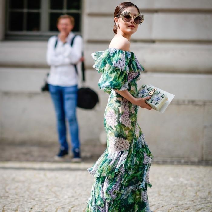 robe mariage invitée, modèle de robe longue avec manches tombantes à design tropicale
