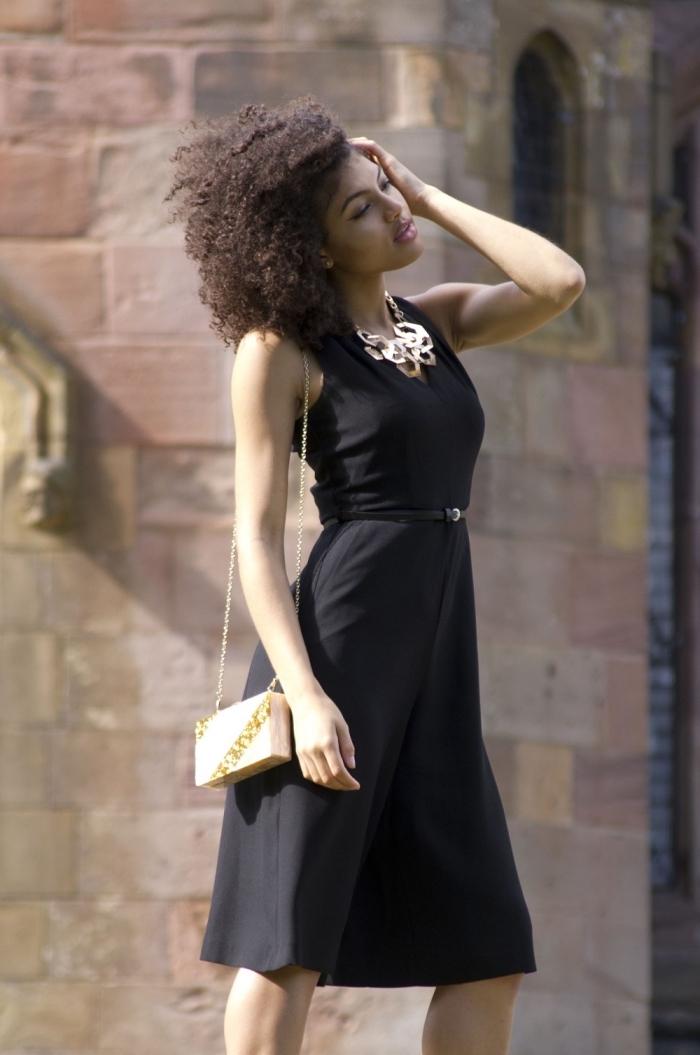 robe invitée mariage, comment s habiller pour un mariage, modèle de robe noire à longueur genoux