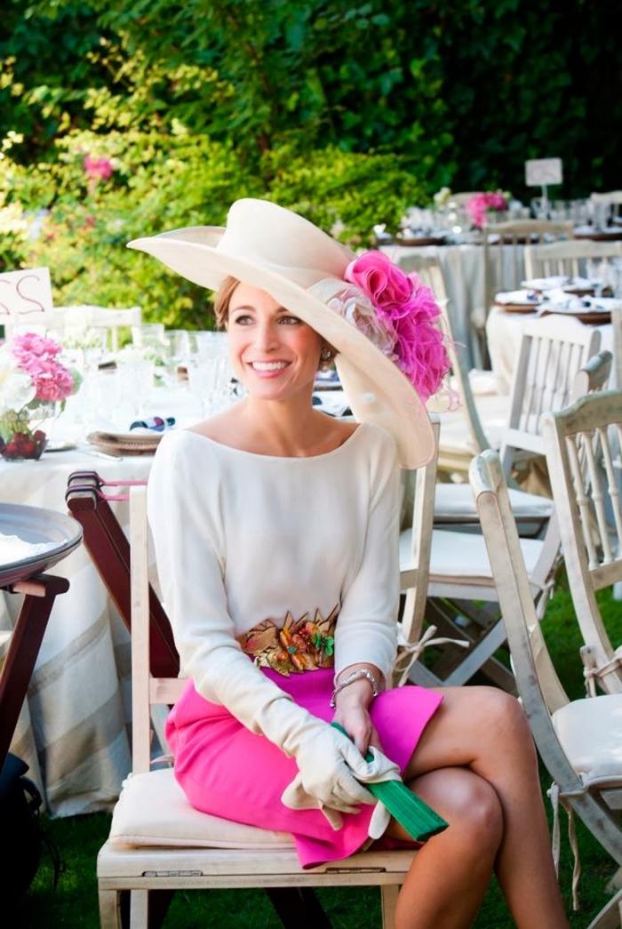 robes de cocktail pour mariage, jupe mi longue en fuschia portée avec chemise blanche et ceinture florale