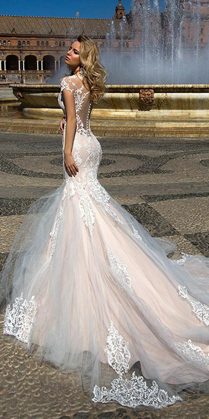 robe pour mariage en dentelle blanche, avec des manches courtes, dos nu en dentelle blanche, robe moulante en rose et blanc