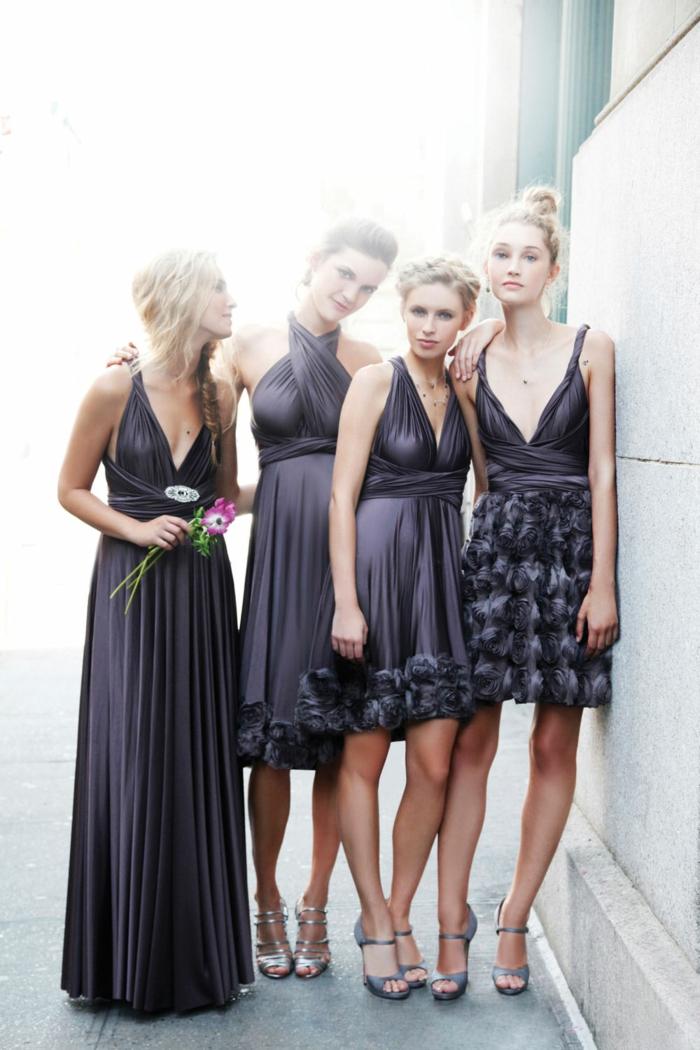 robe pour mariage en gris anthracite, longueurs diverses, avec des plissés et des roses en tissu, chaussures en couleur bleu marine et en couleur argent