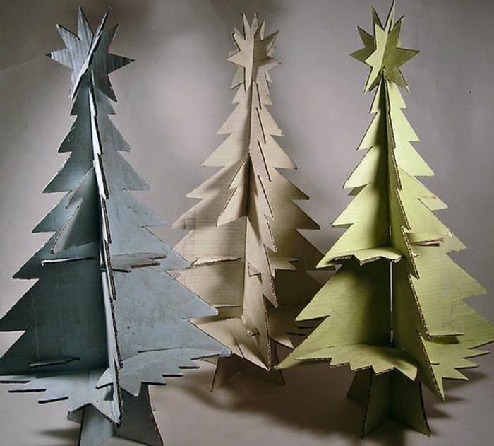 sapin de noel en carton, sapins en carton avec des formes intéressantes