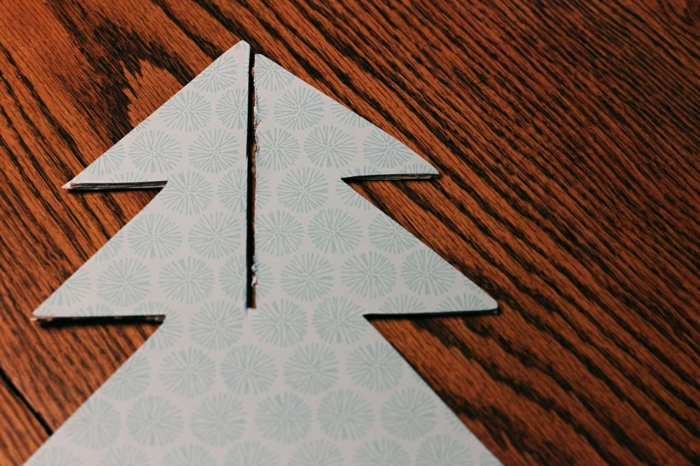 sapin de noel original, idées pour faire un sapin de noel en carton en deux pièces