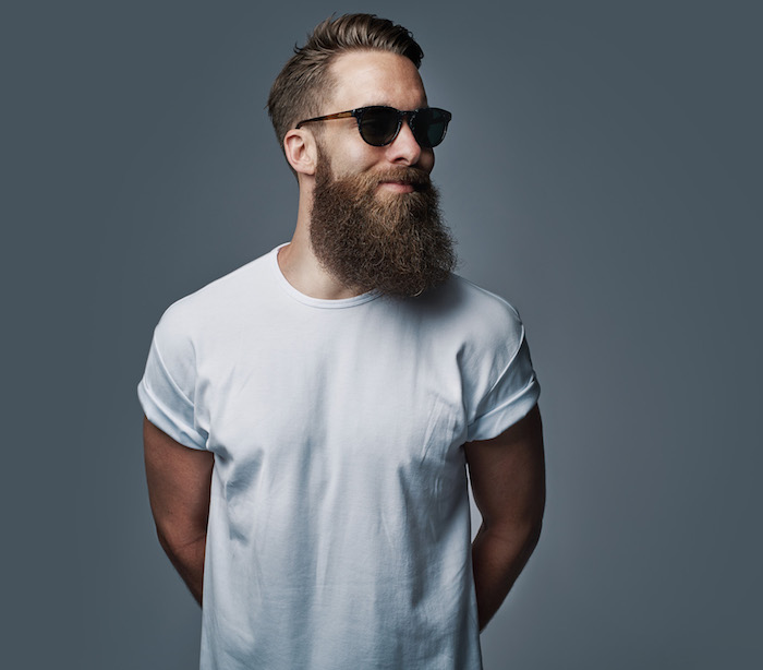 tailler hipster barbe longue epaisse homme