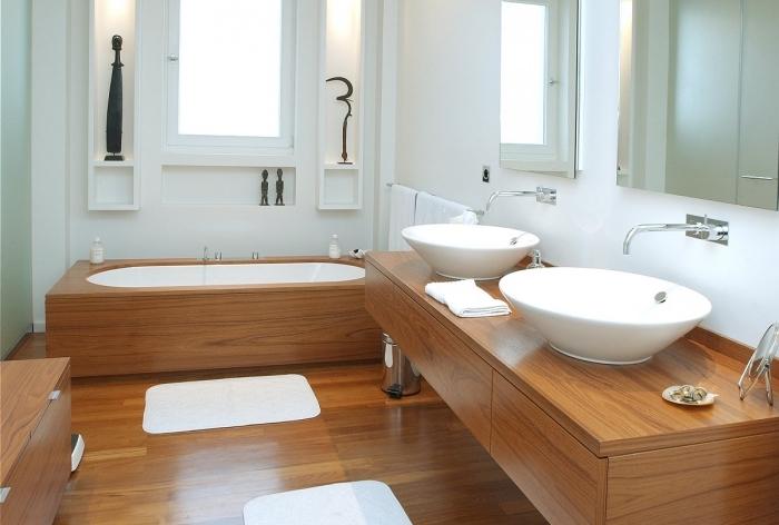 meuble sous lavabo en bois sans poignées, amenagement salle de bain aux murs blancs et meubles en bois