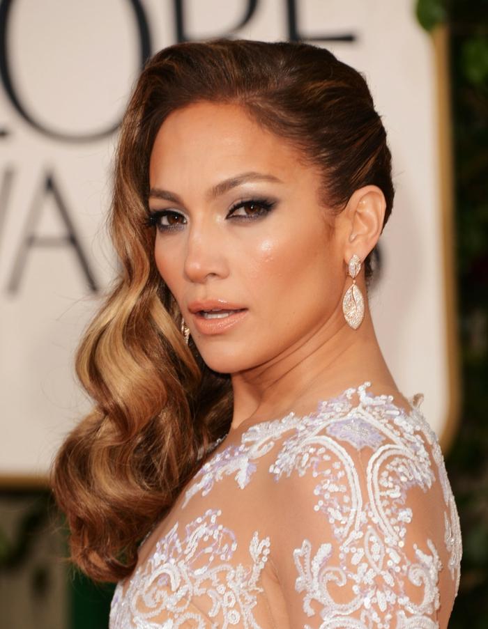 Habillée coiffure cheveux bouclés mariage coiffure boucles mariage Jennifer Lopez