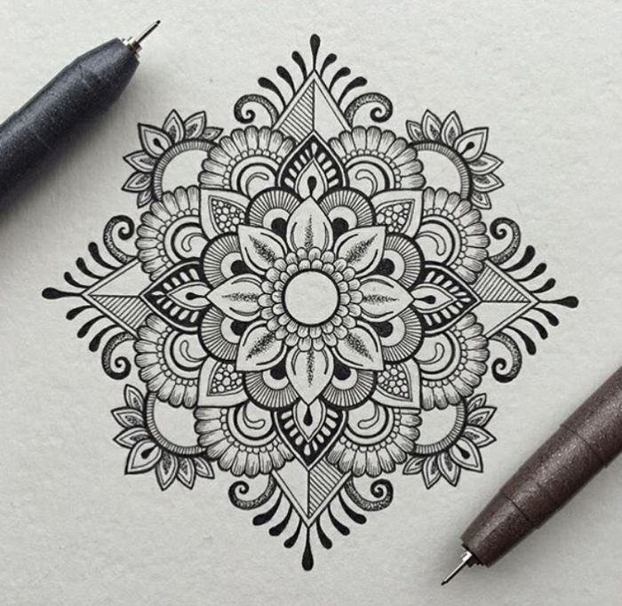 Idée dessin new york noir blanc dessin tribal noir et blanc simple art mandala