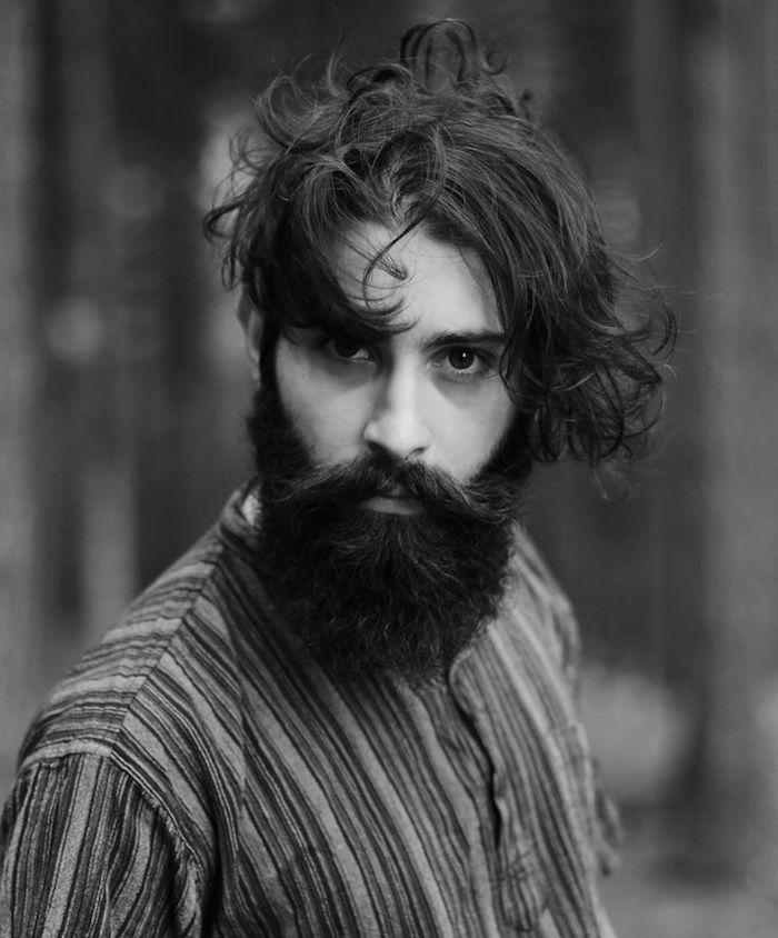 coupe homme avec barbe cheveux longs look vintage