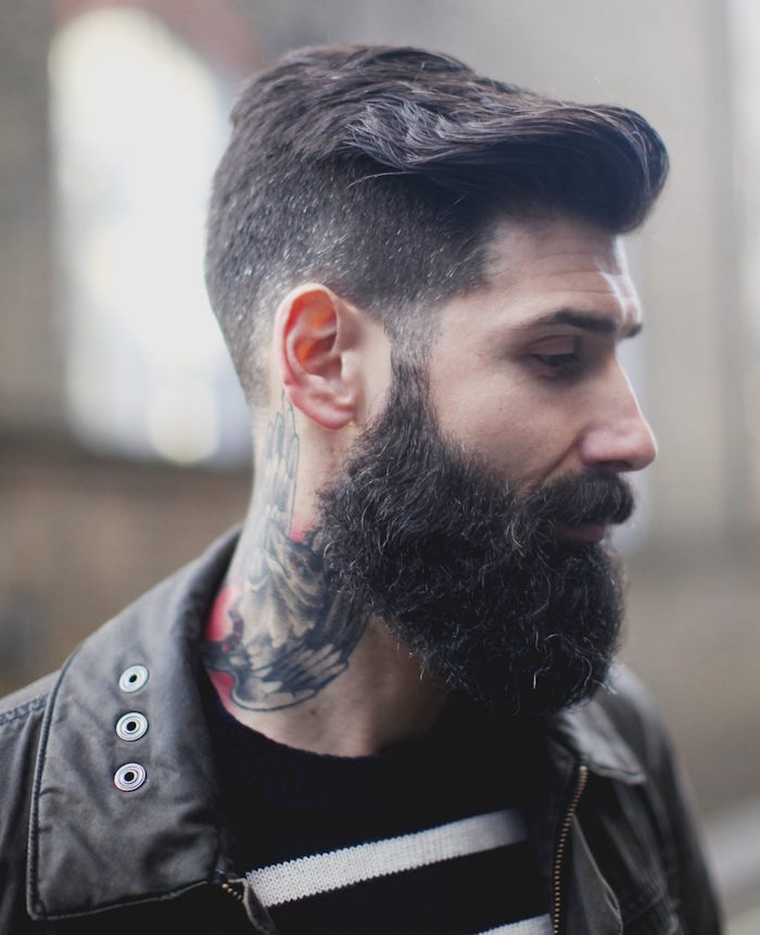 barbe et cheveux court tatouage cou hipster