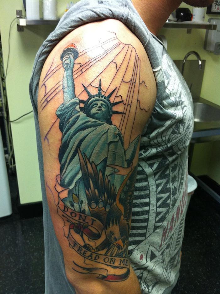 tatouage statue de la liberté bras homme