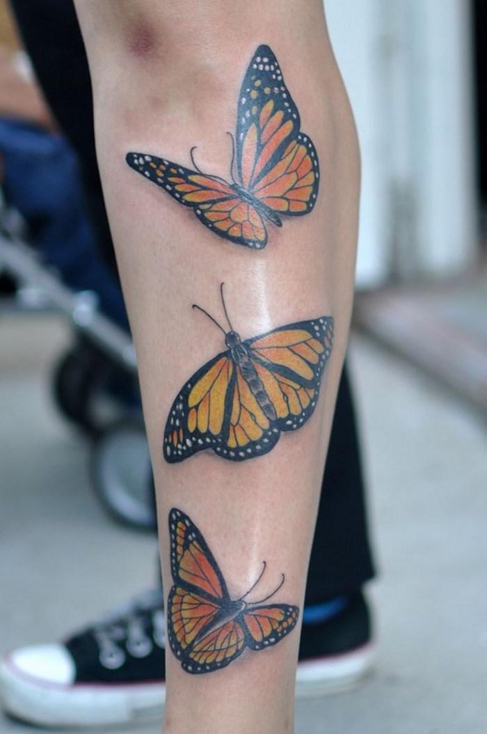 tatouage papillon jambe femme symbole liberté