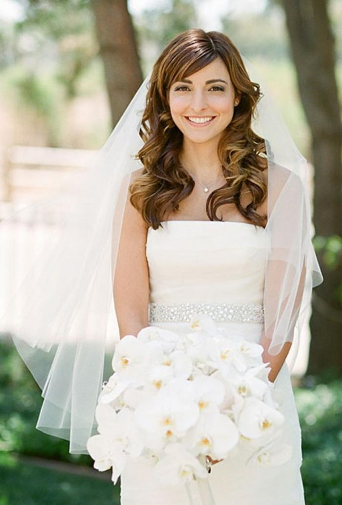 La coiffure cheveux bouclés pour mariage quelle coiffure choisir cool photo de la mariée