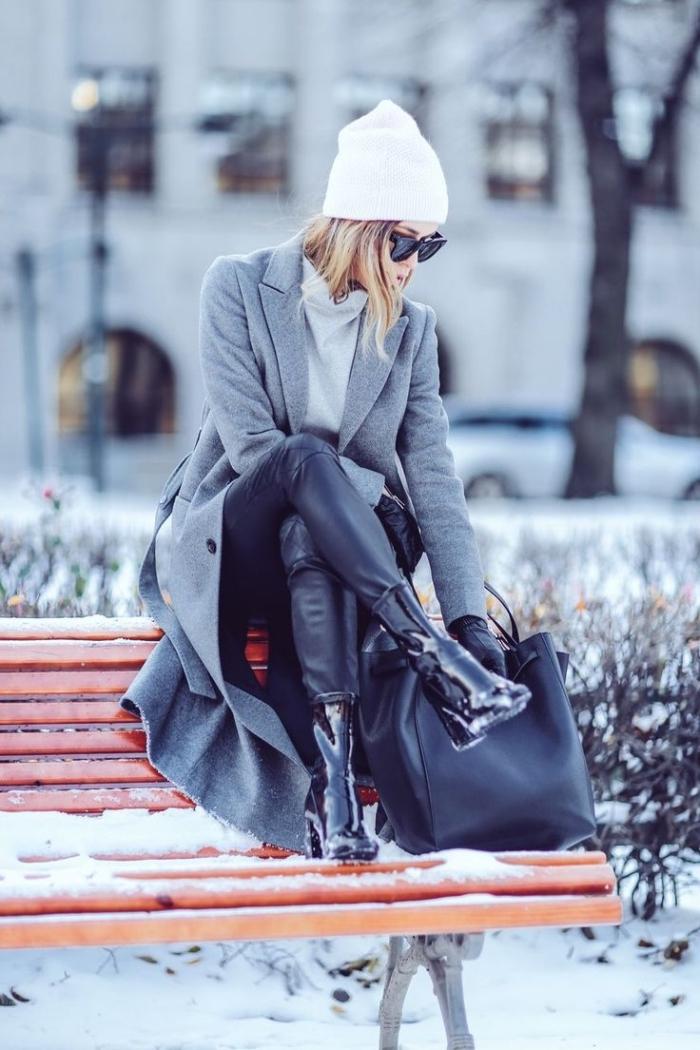 trouver son style vestimentaire, femme habillée en style avec manteau long gris et pantalon en cuir noir