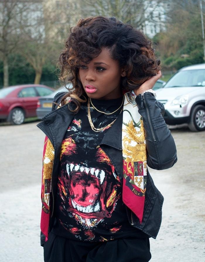 tenue swagg, femme afro, t-shirt aux estampes colorés et avec prints animaux