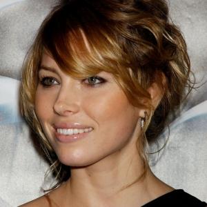 Découvez un style ombré différent et boostez votre coiffure avec le tie and dye blond