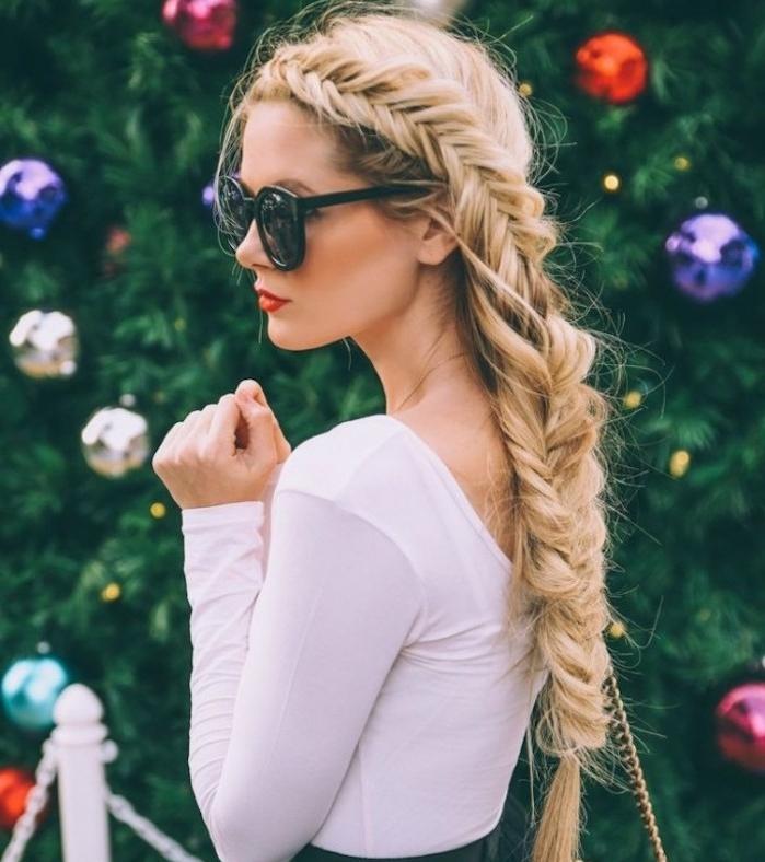 comment faire une tresse en épi, exemple de tresse sur le côté, lunettes de soleil, coiffure facile cheveux long