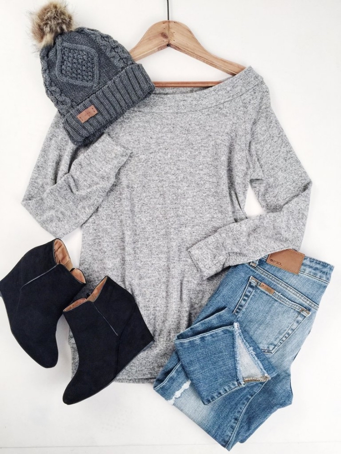 idee pour s habiller, porter les jeans clairs avec blouse grise, combiner les bottines à plateformes noires avec bonnet gris