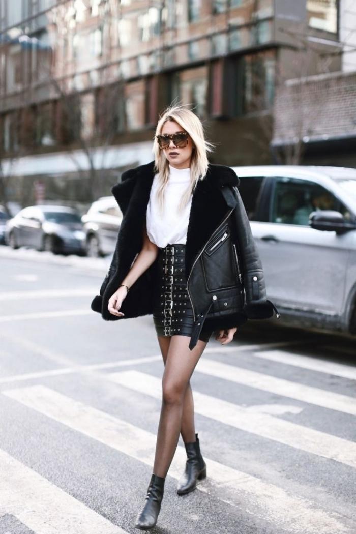 manteau oversize femme, s'habiller en blanc et noir femme, chemise blanche avec jupe en cuir noir