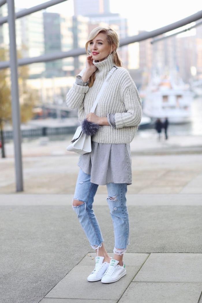 maitriser le layering des vêtements en hiver, paire de jeans déchirés combinés avec pull beige et blouse longue grise