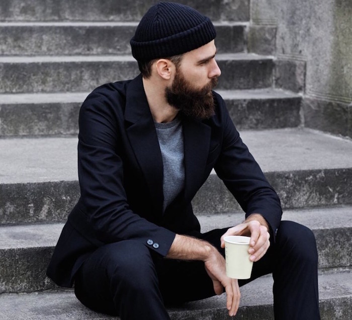look hipster homme classe barbe et costume