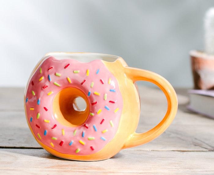 mug personnalisé donut, idee cadeau noel pour ado ,look apetissant, accessoire originale vaisselle