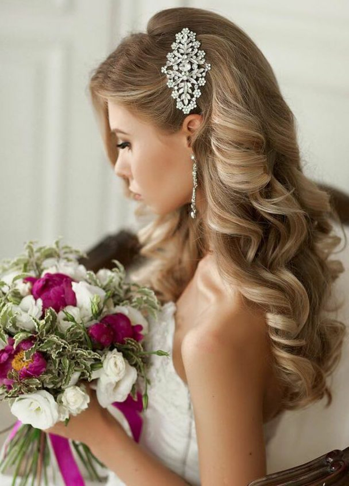 Mariage coiffure mariage tresse et boucle coiffure mariage bouclé accessoire de cheveux mariage
