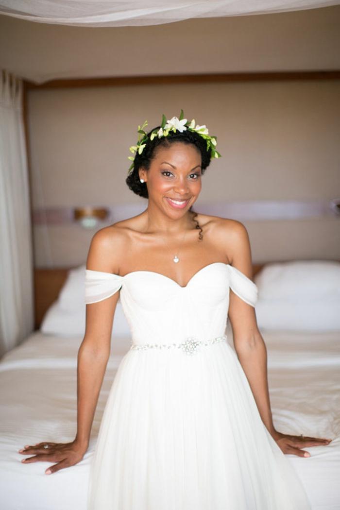 Noble coiffure mariage long bouclé coiffure bouclée mariage idée couronne de fleurs