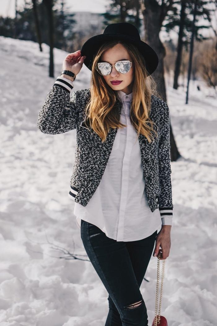idee pour s habiller, tenue en couleurs neutres avec chemise blanche et gilet gris, coiffure cheveux bouclés à balayage blond