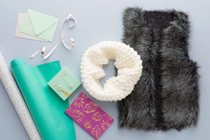 cadeau de noel pour ado de 15 ans fille, veste en faux cuir sans manches, col tricot, agenda et boucles d oreilles