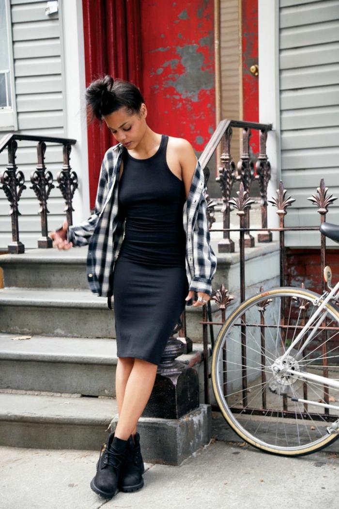 vetement swag, top noir, jupe collée, chemise carrée, chignon haut, streetstyle