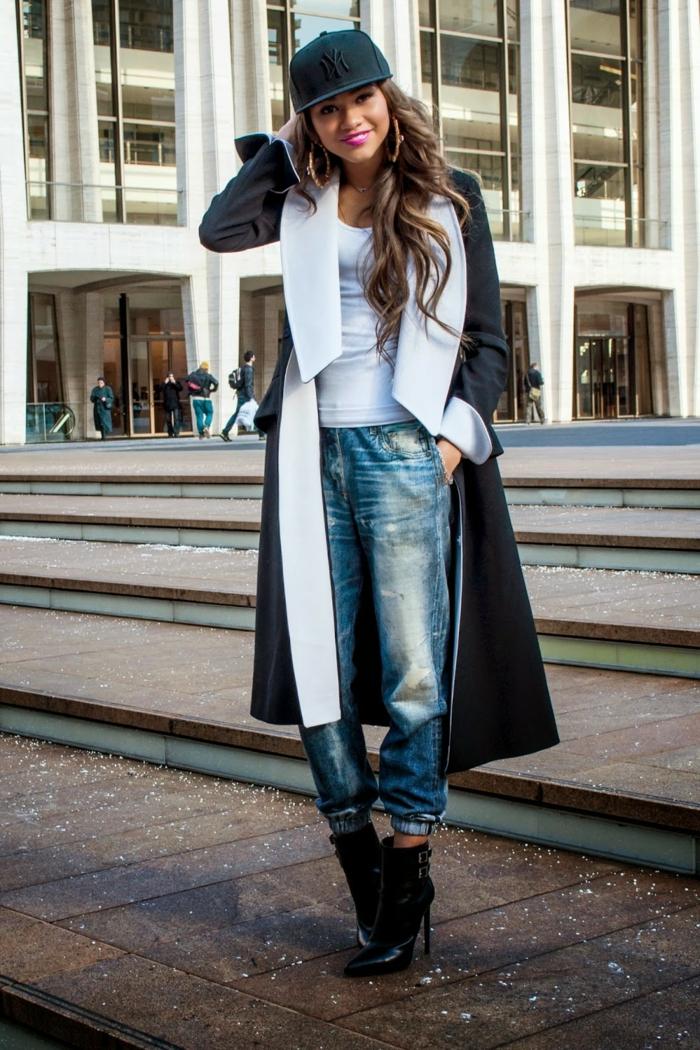 vetement swag, jeans bleus, bottes noires, manteau long, casquette swag
