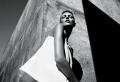 Portrait noir et blanc – l'élégance des cadres et la sublimation des courbes en 106 images