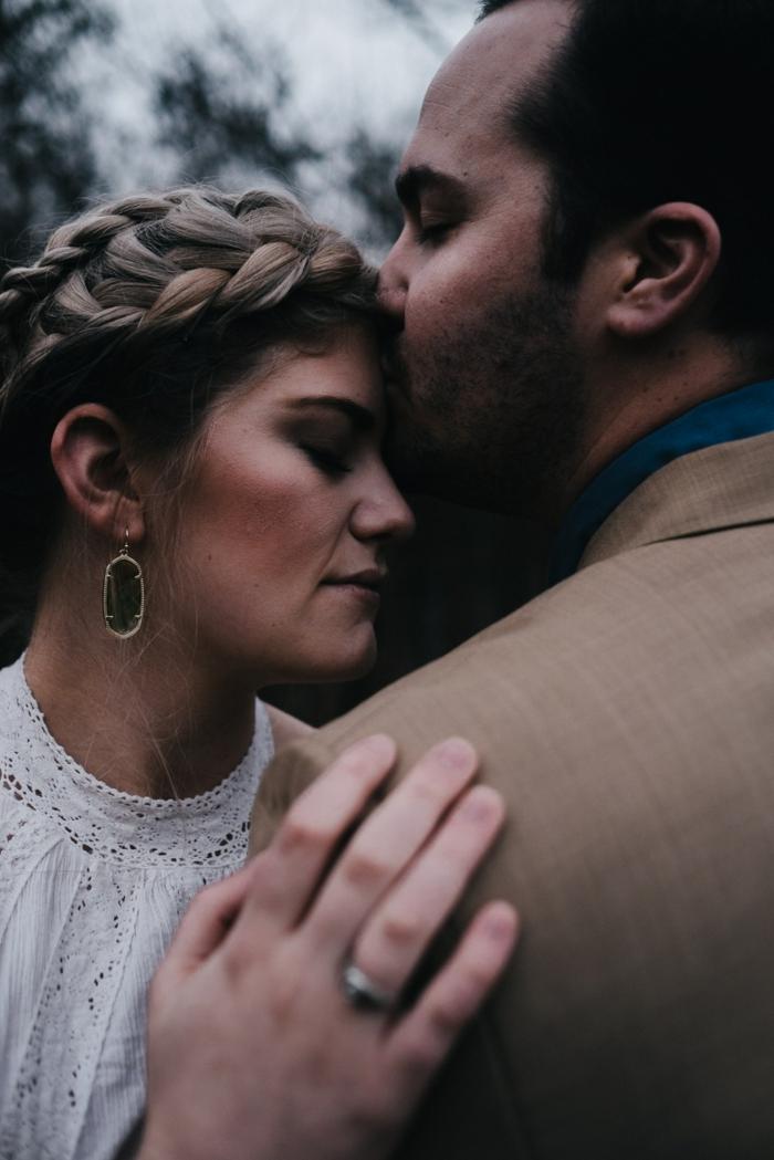 Adorable coiffure de mariée idée coiffure mariee romantique tresse couronne