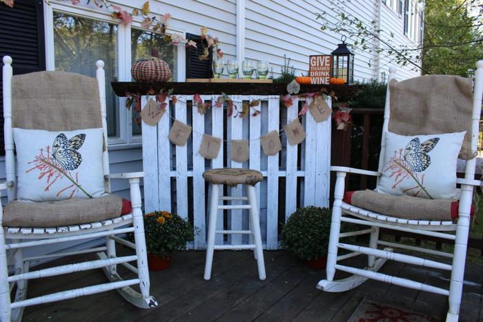 idée pour une décoration de fête faite maison, bar en palette rustique pour une petite terrasse
