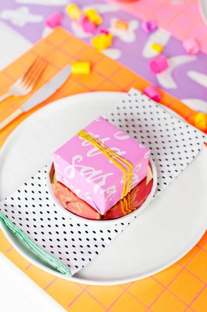 Fête de noël déco de table centre et marque place pere noel cadeau petite pour marquer la place de table
